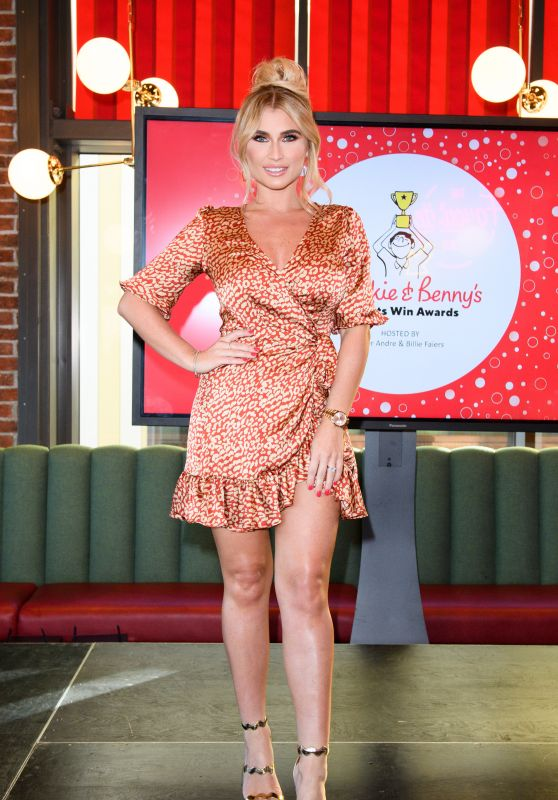 Billie Faiers – Frankie & Benny's Parents Win Awards 2018 in Liverpool