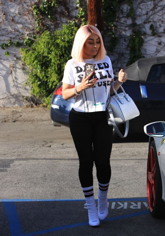 Black Chyna at a Hair Salon in Studio City 04/19/2018