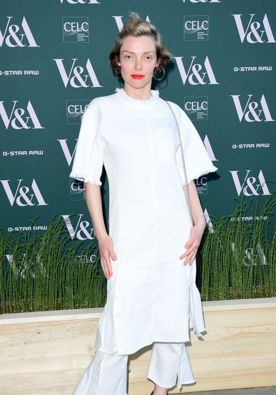 """Camilla Rutherford – """"Fashioned For Nature"""" Exhibition VIP Preview in London"""