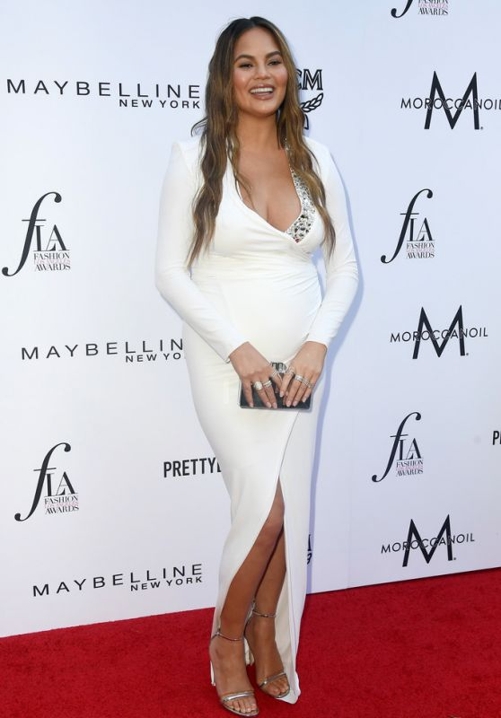 Chrissy Teigen – The Daily Front Row Fashion Awards in LA