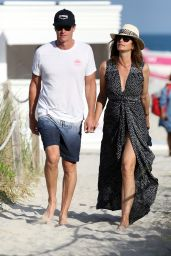 Cindy Crawford at the Beach in Miami 03/31/2018