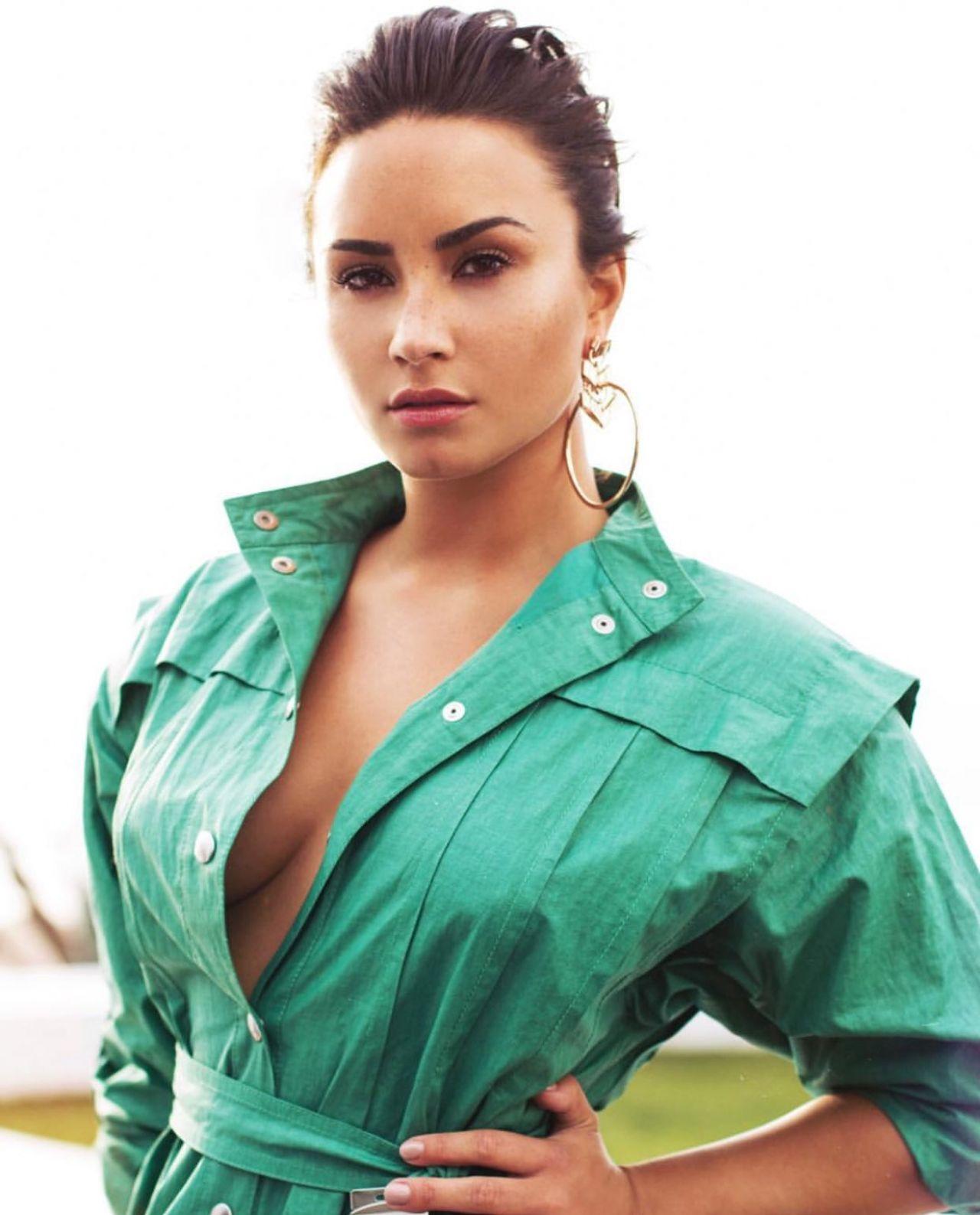 Demi Lovato Social Media Red Carpet