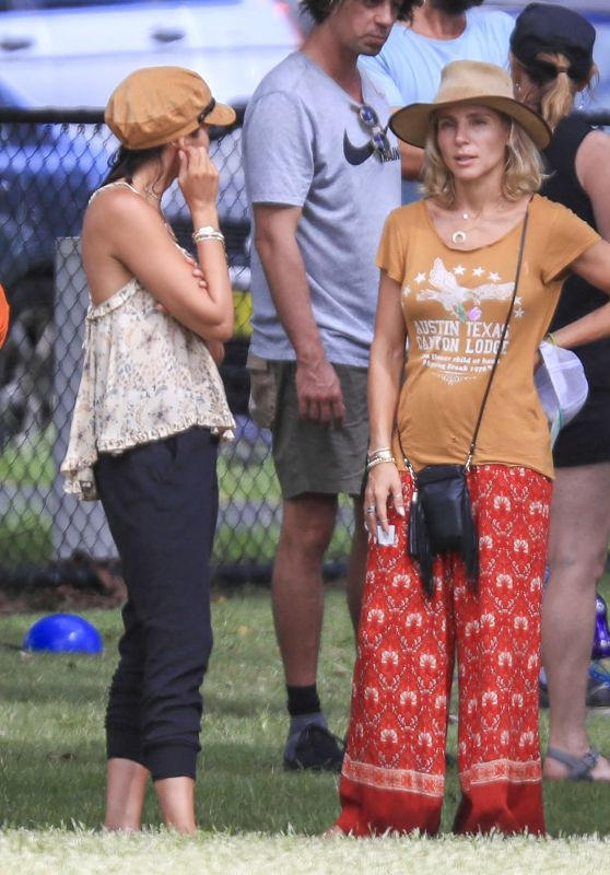 Elsa Pataky, Chris Hemsworth and Matt Damon - Enjoyed a Relaxing Family-Style School Sporting Event at a Local Park in Byron Bay