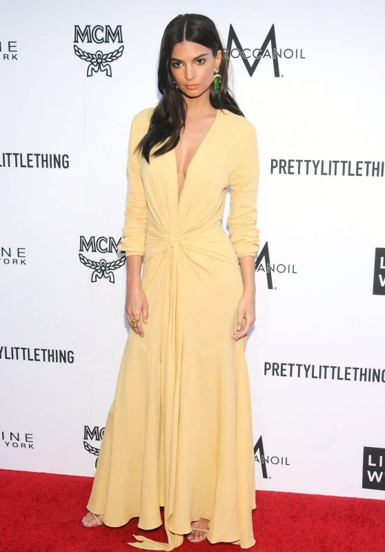 Emily Ratajkowski – The Daily Front Row Fashion Awards in LA