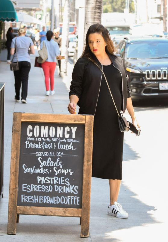 Eva Longoria - Grabs Lunch To-Go From Comoncy in LA 04/25/2018