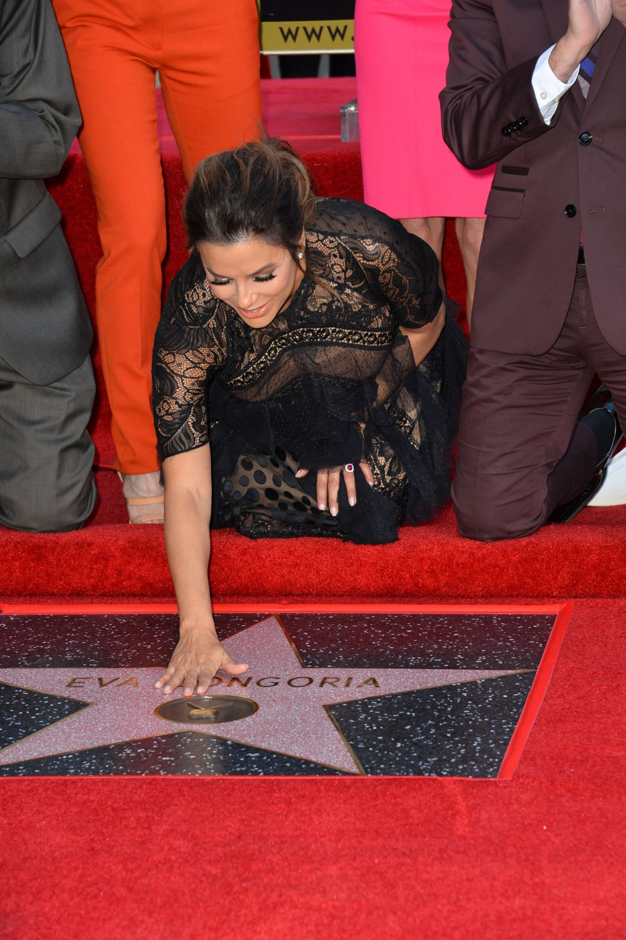 http://celebmafia.com/wp-content/uploads/2018/04/eva-longoria-hollywood-walk-of-fame-in-la-12.jpg