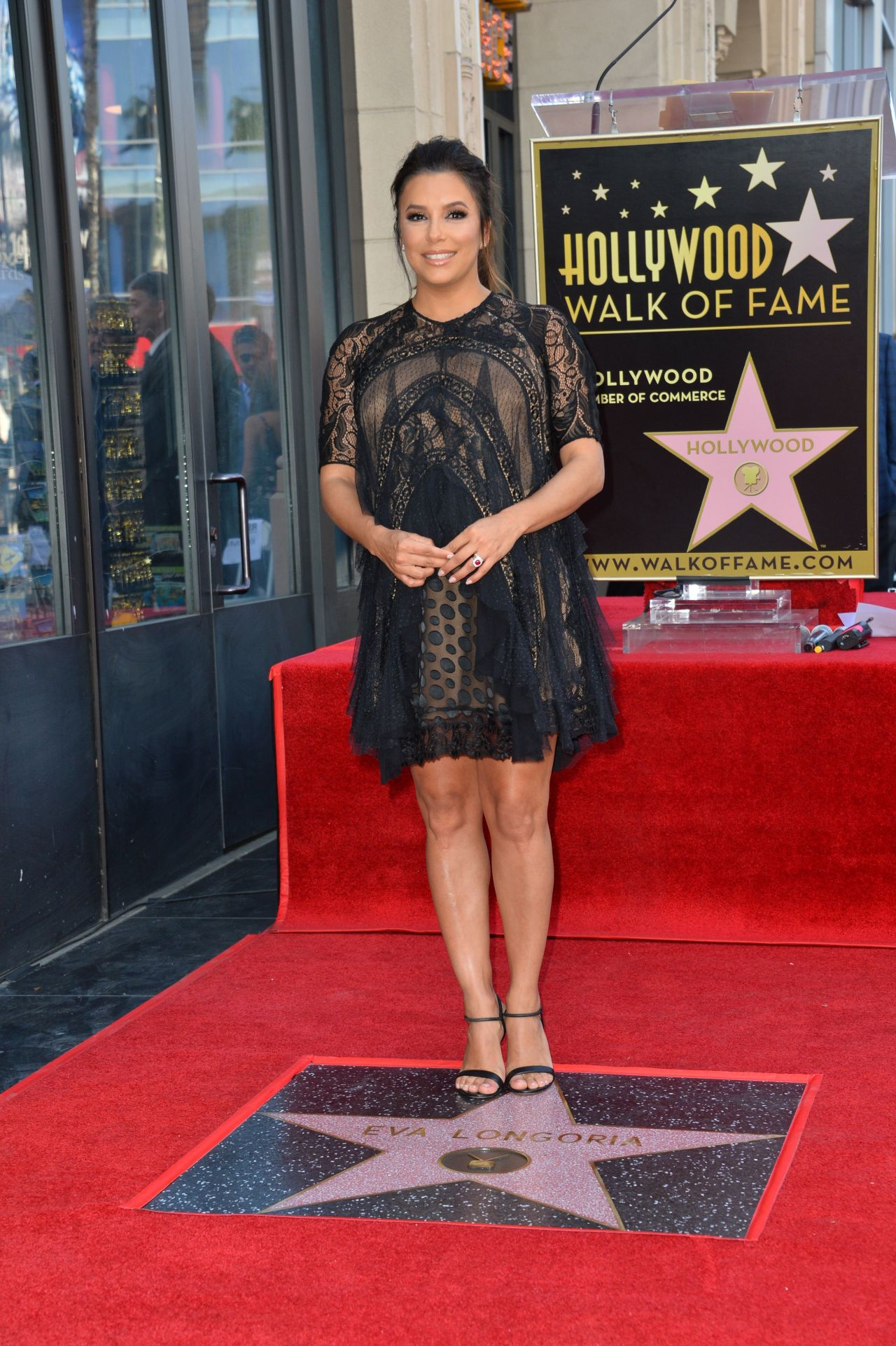 http://celebmafia.com/wp-content/uploads/2018/04/eva-longoria-hollywood-walk-of-fame-in-la-13.jpg