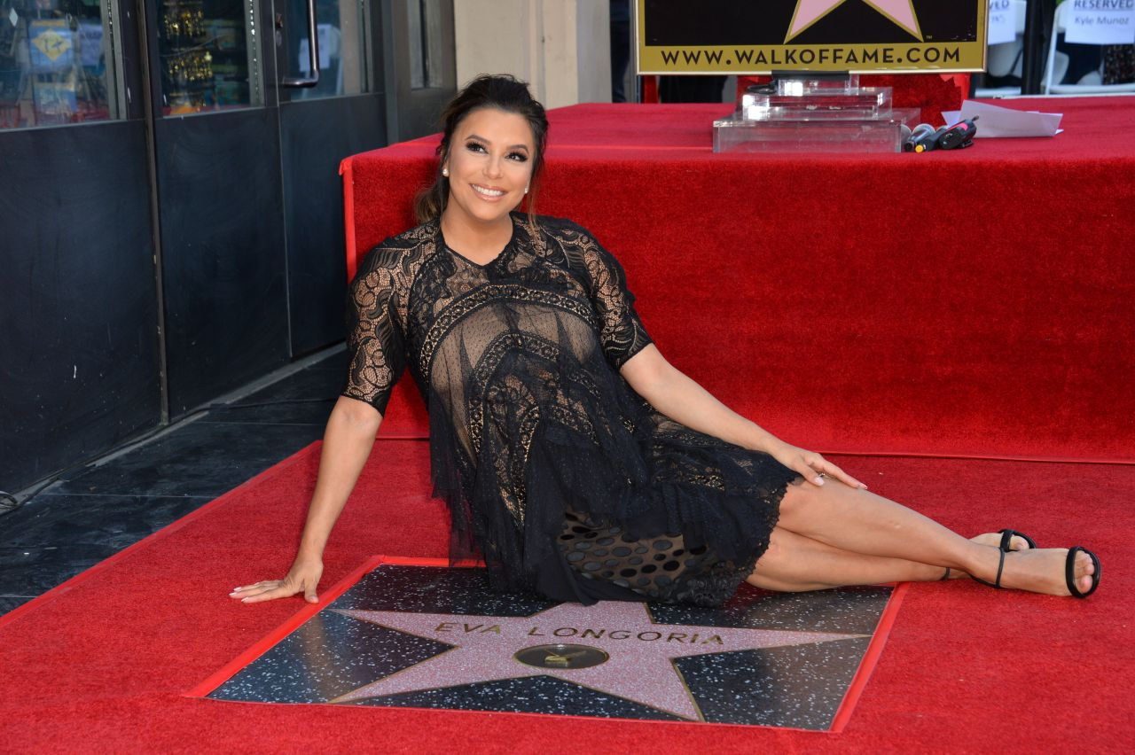 http://celebmafia.com/wp-content/uploads/2018/04/eva-longoria-hollywood-walk-of-fame-in-la-17.jpg