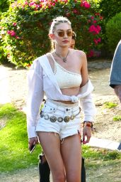 Gigi Hadid – Leaving McDonald