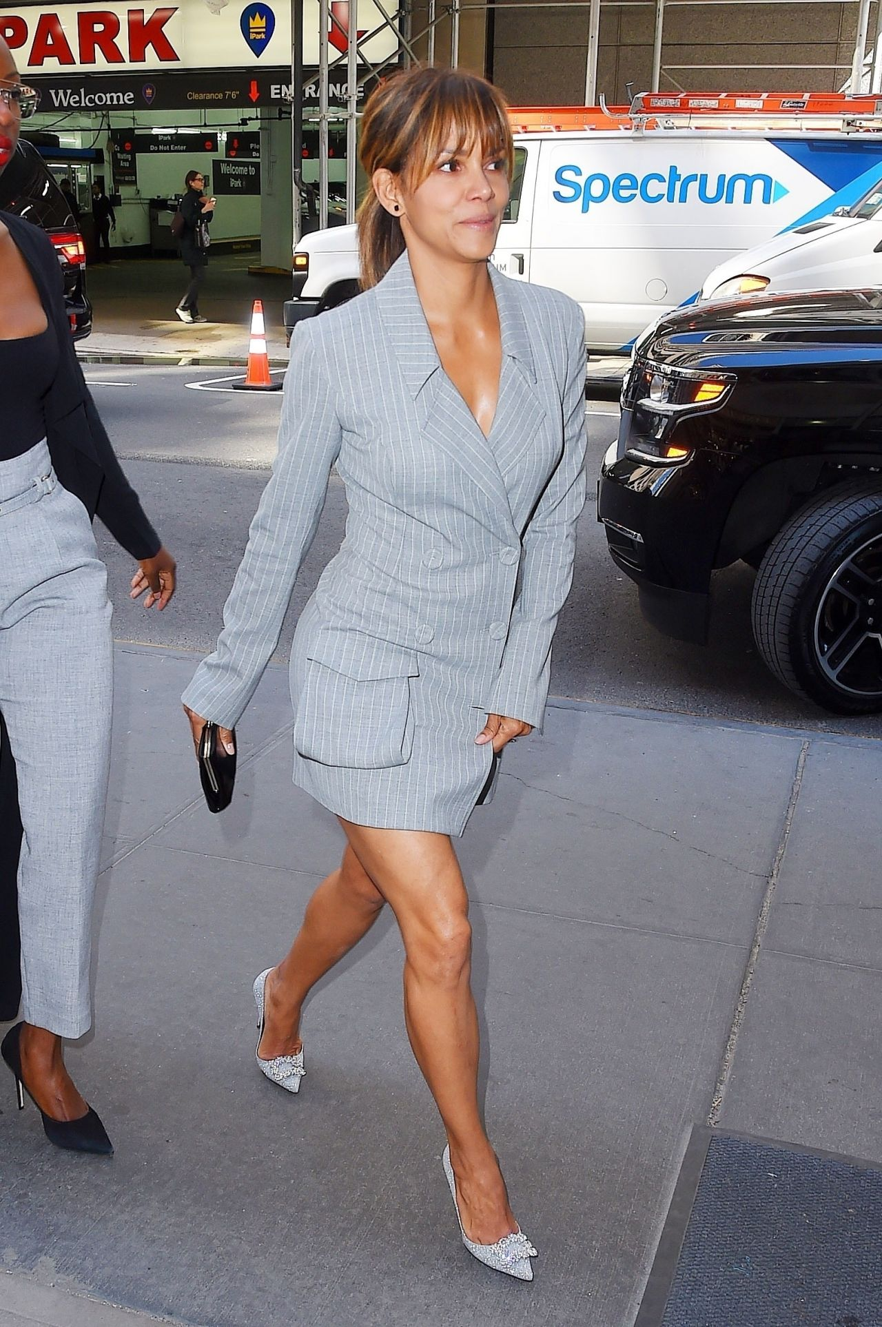 Halle Berry Arriving At The 2018 Matrix Awards In New