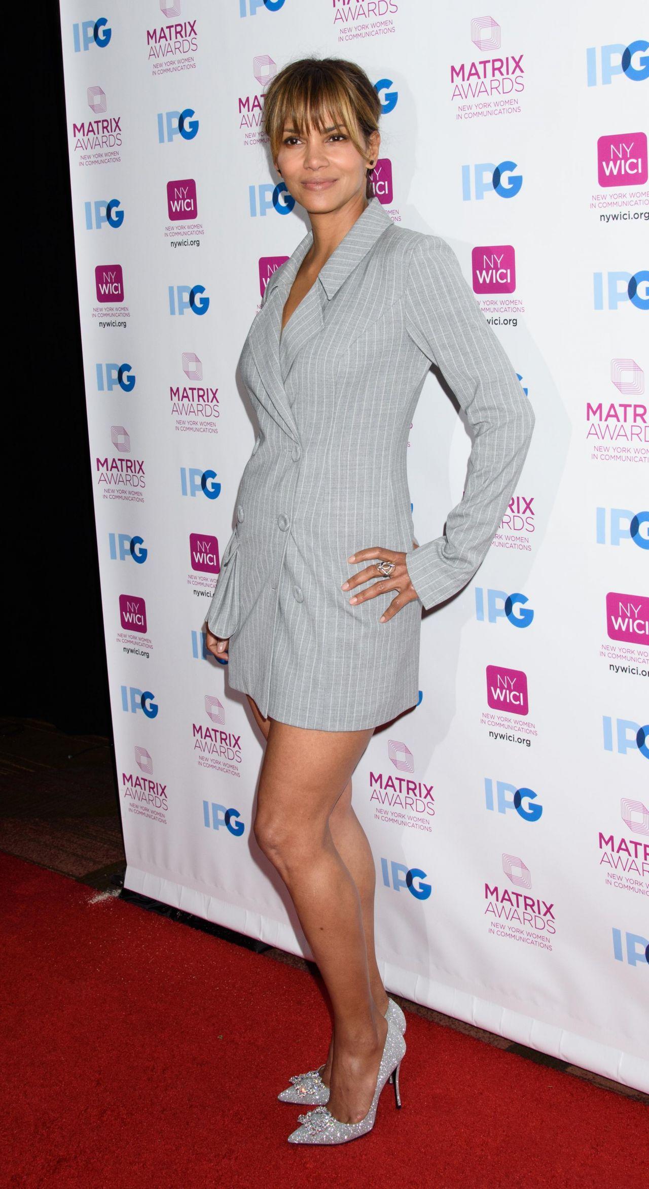 https://celebmafia.com/wp-content/uploads/2018/04/halle-berry-new-york-women-in-communication-matrix-awards-2018-7.jpg