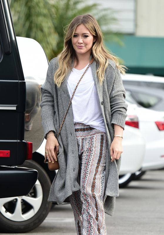 Hilary Duff - Grocery Shopping in Los Angeles 04/16/2018a
