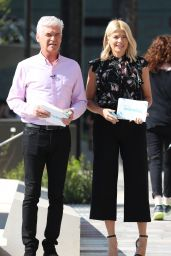 Holly Willoughby - Filming This Morning in London 04/19/2018