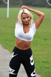 Isabelle Warburton - Early Morning Workout at the Park in Warrington 04/17/2018