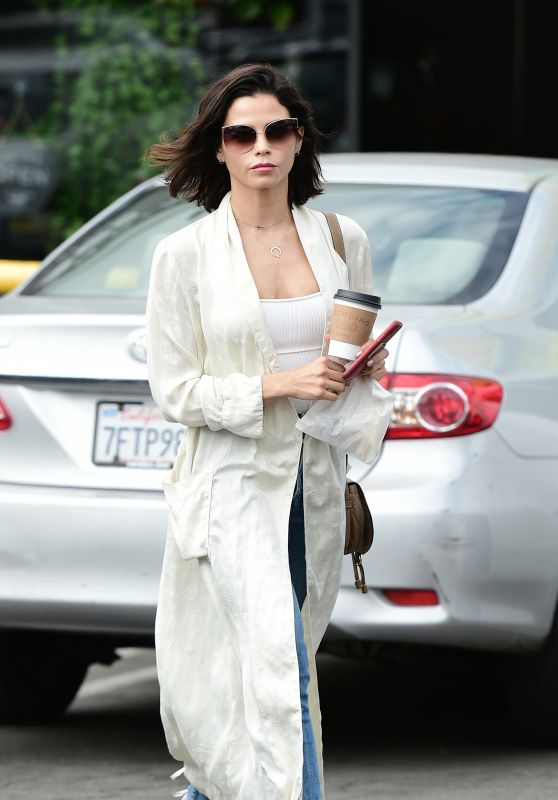 Jenna Dewan - Gets a Coffee From The Standing Egg in LA