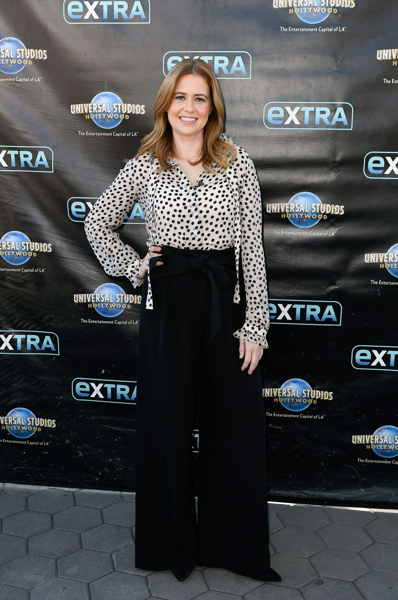 """52f2f420ff9bc Jenna Fischer – """"Extra"""" in Universal City, March 2018"""