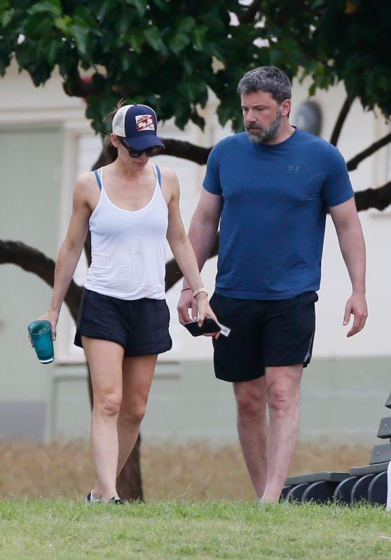 Jennifer Garner and Ben Affleck Take a Stroll Together in Hawaii 04/02/2018