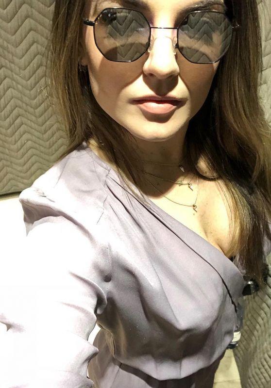 Joanna JoJo Levesque – Social Media 04/02/2018
