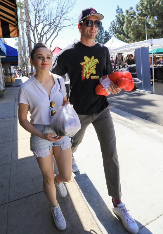 Joey King With Her Boyfriend Goes to the Farmers Market in LA 04/22/2018
