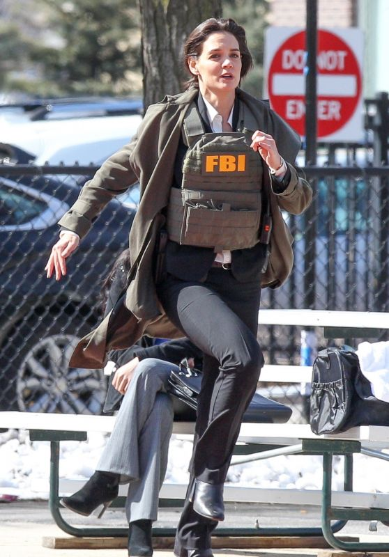 Katie Holmes Waring a Bullet Proof FBI Vest - Filming New Untitled FBI/Fox Project in Chicago 04/10/2018