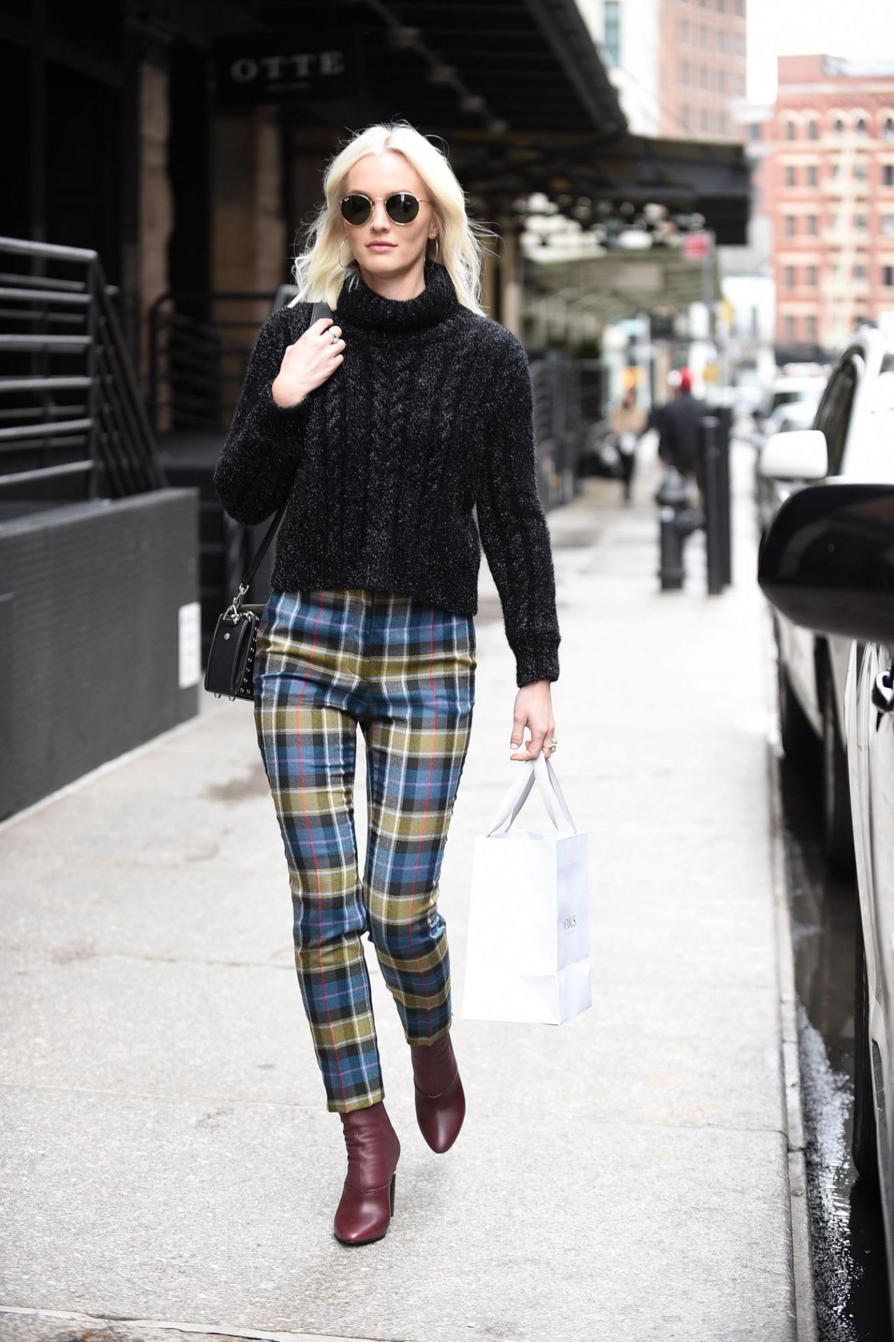 Leighton Meester Street Fashion Out In New York 04 03 2018