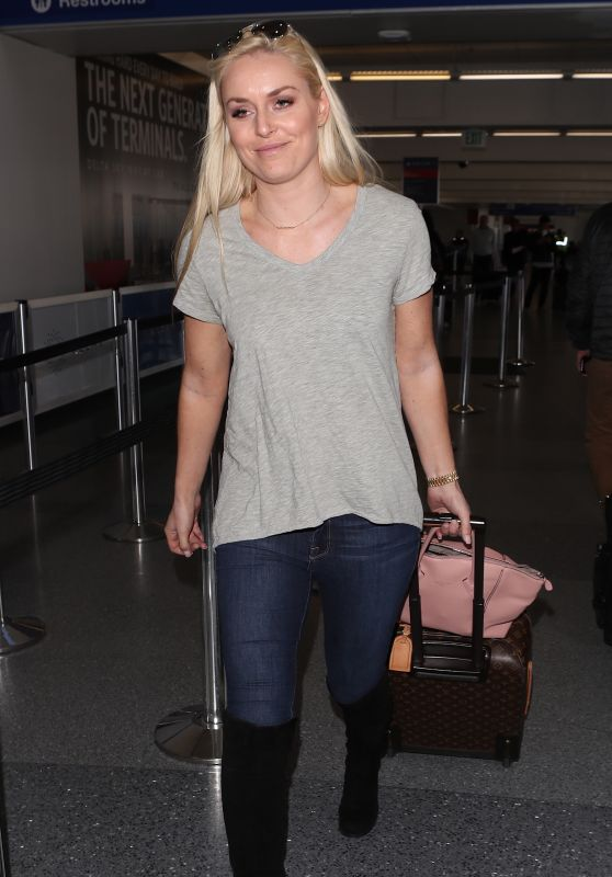 Lindsey Vonn in Travel Outfit - LAX in Los Angeles 04/20/2018