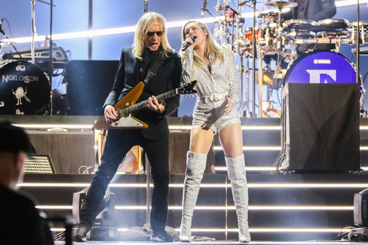 Miley Cyrus  Elton John Im Still Standing  A Grammy -1991