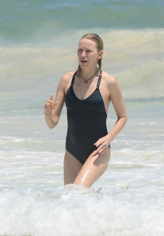 Naomi Watts in Swimsuit - Mexico 04/02/2018
