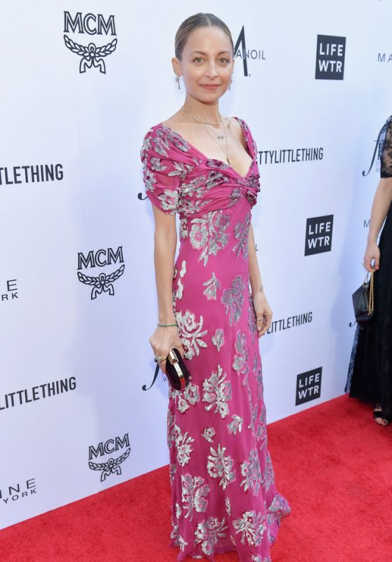 Nicole Richie – The Daily Front Row Fashion Awards in LA