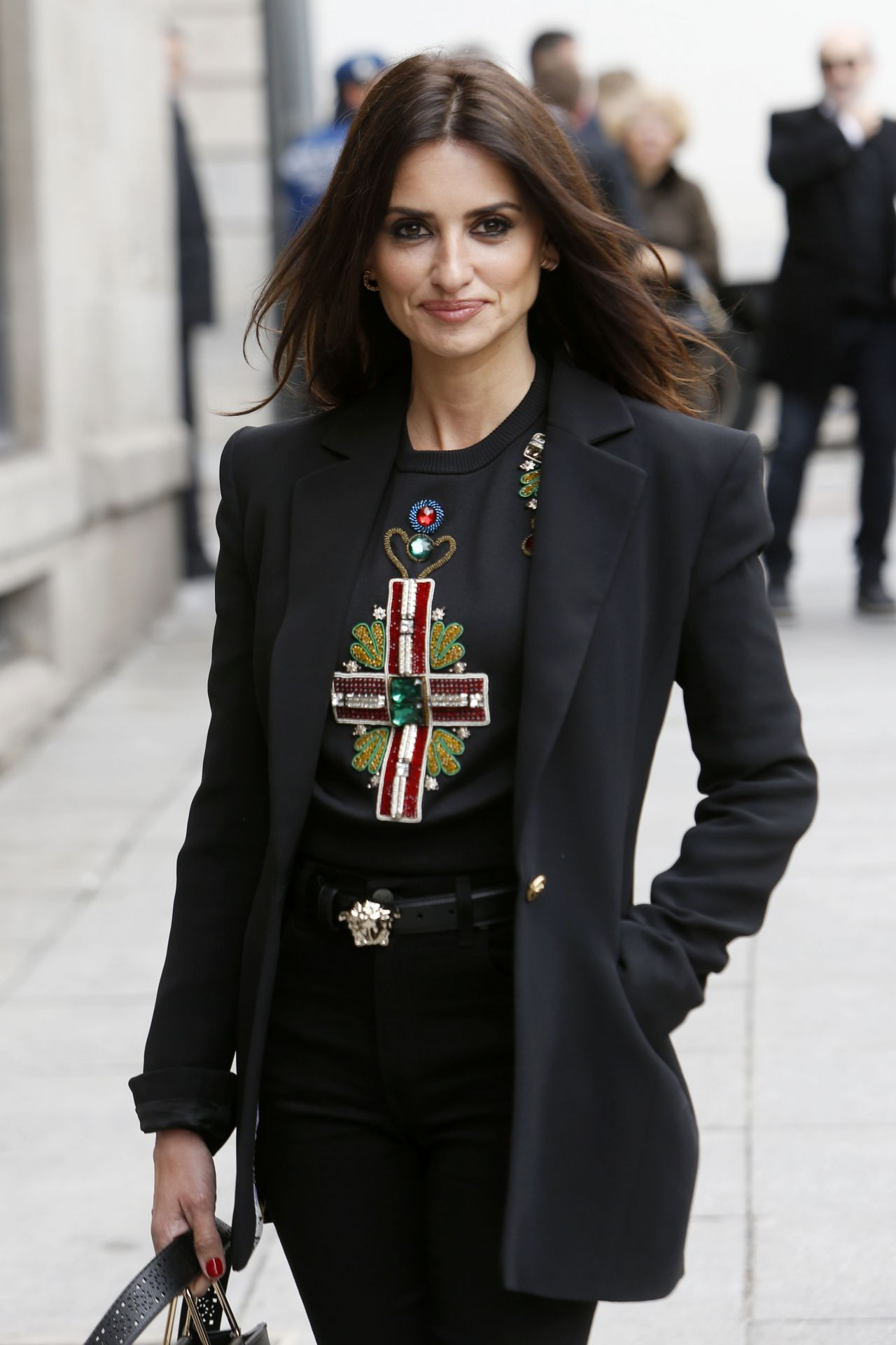 http://celebmafia.com/wp-content/uploads/2018/04/penelope-cruz-at-ceremony-of-delivery-the-adoptive-son-title-by-the-city-of-madrid-april-2018-4.jpg