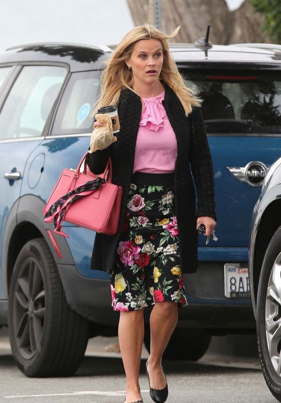 "Reese Witherspoon - ""Big Little Lies"" Set in Monterey, CA 04/11/2018"