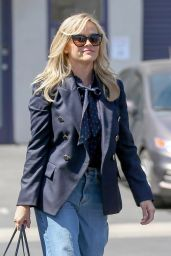 Reese Witherspoon - Shopping in Brentwood 04/16/2018