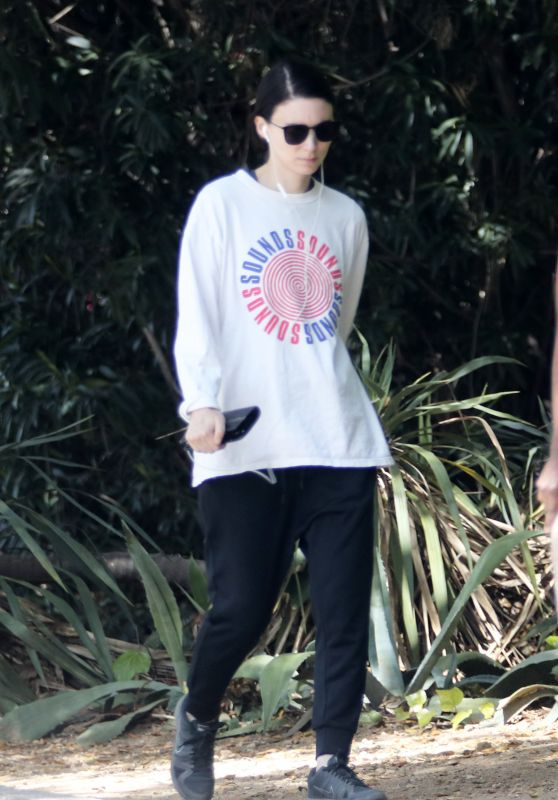 Rooney Mara - Out For a Hike in Los Angeles 04/09/2018
