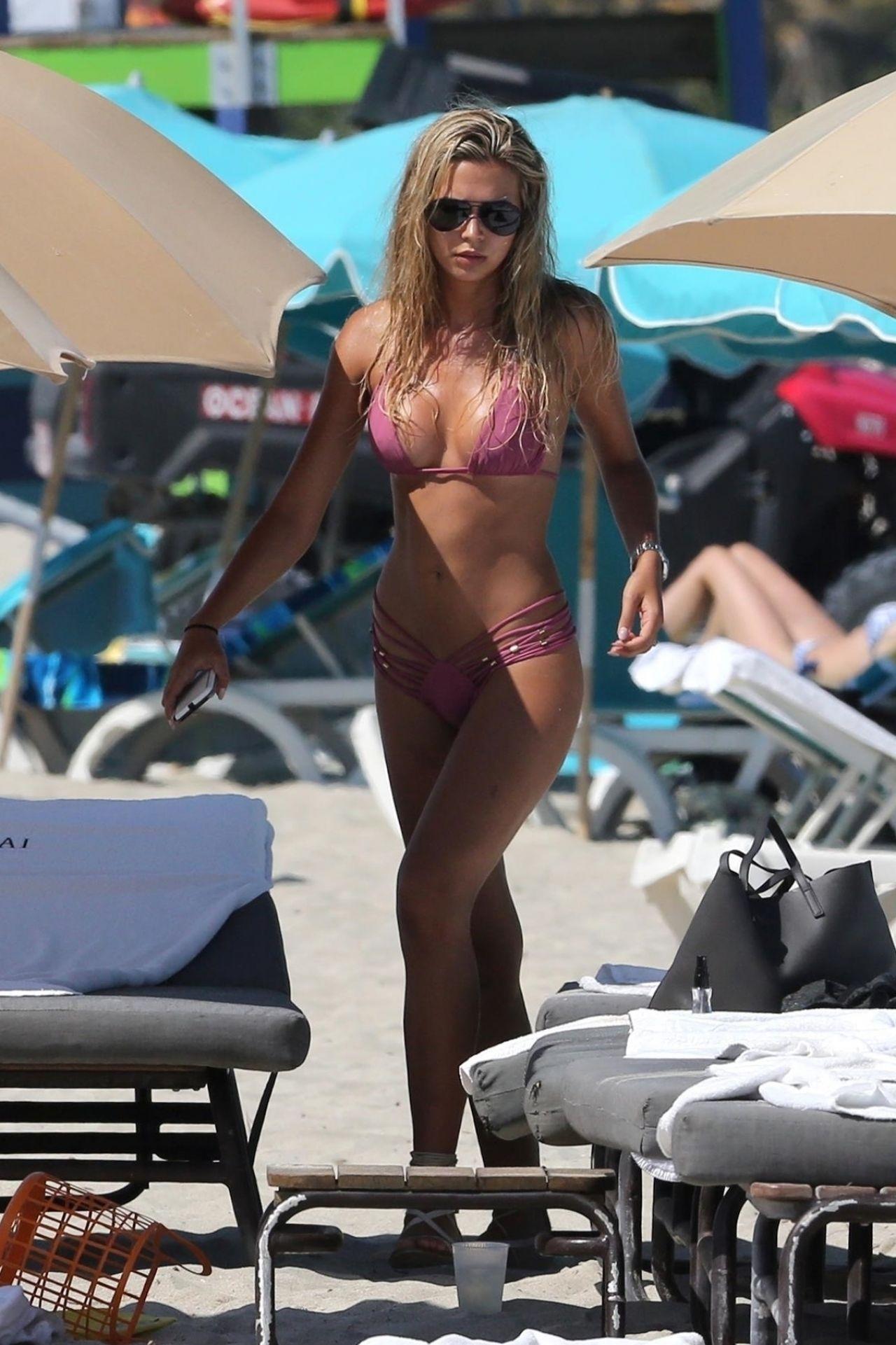 Sandra Kubicka In A Pink Bikini On The Beach In Miami 04 -8566