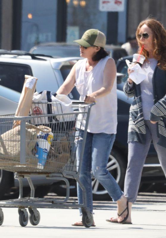 Shannen Doherty - Grocery Shopping in Malibu 04/29/2018