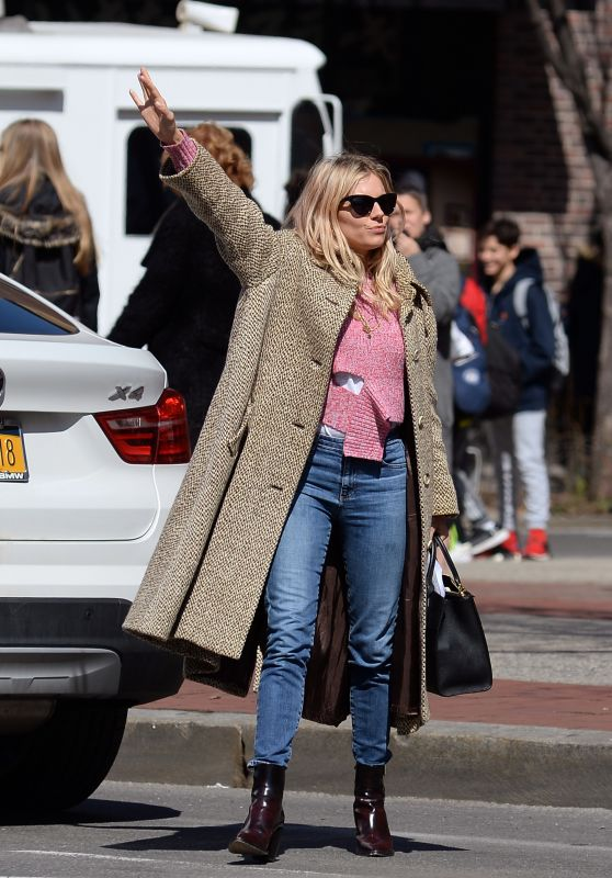 Sienna Miller - Hailing for a Taxi Today in New York