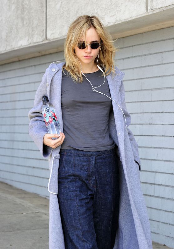 Suki Waterhouse Running Errands with Series 4 LIFEWTR in Los Angeles