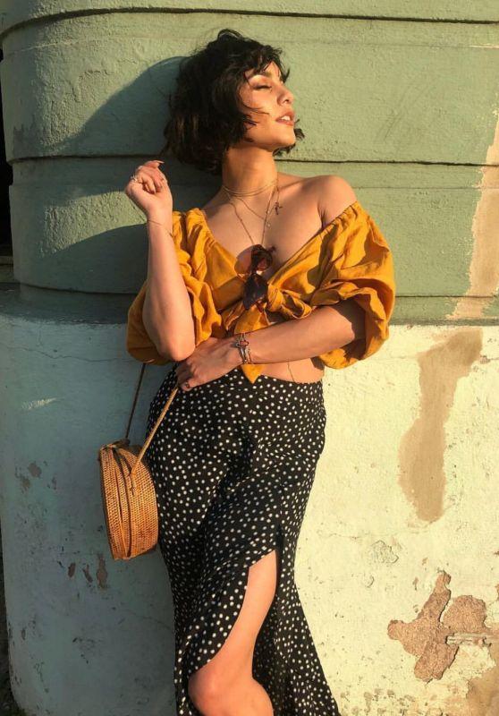 Vanessa Hudgens – Social Media 04/11/2018