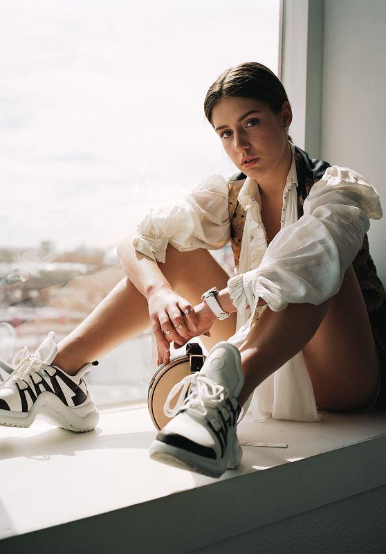 Adèle Exarchopoulos - Photoshoot for Harper