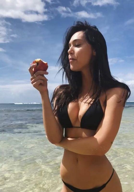 Alexis Ren in Bikini - Social Media 05/29/2018