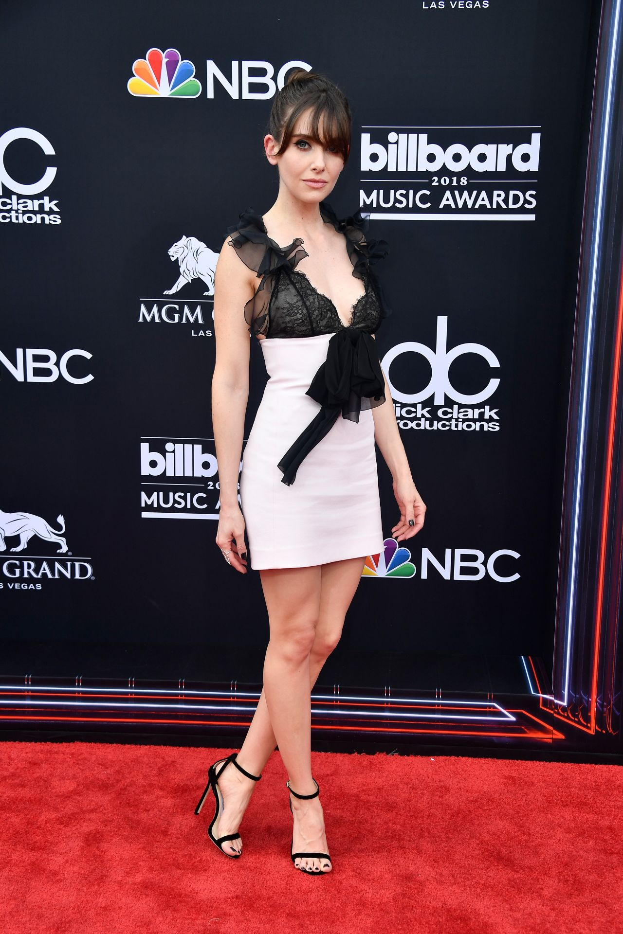 http://celebmafia.com/wp-content/uploads/2018/05/alison-brie-2018-billboard-music-awards-in-las-vegas-5.jpg
