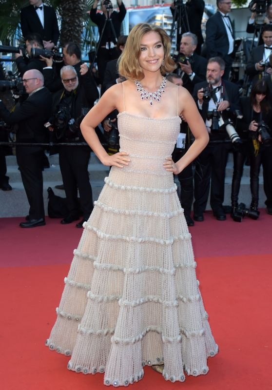 """Arizona Muse – """"Sink or Swim"""" Red Carpet in Cannes"""