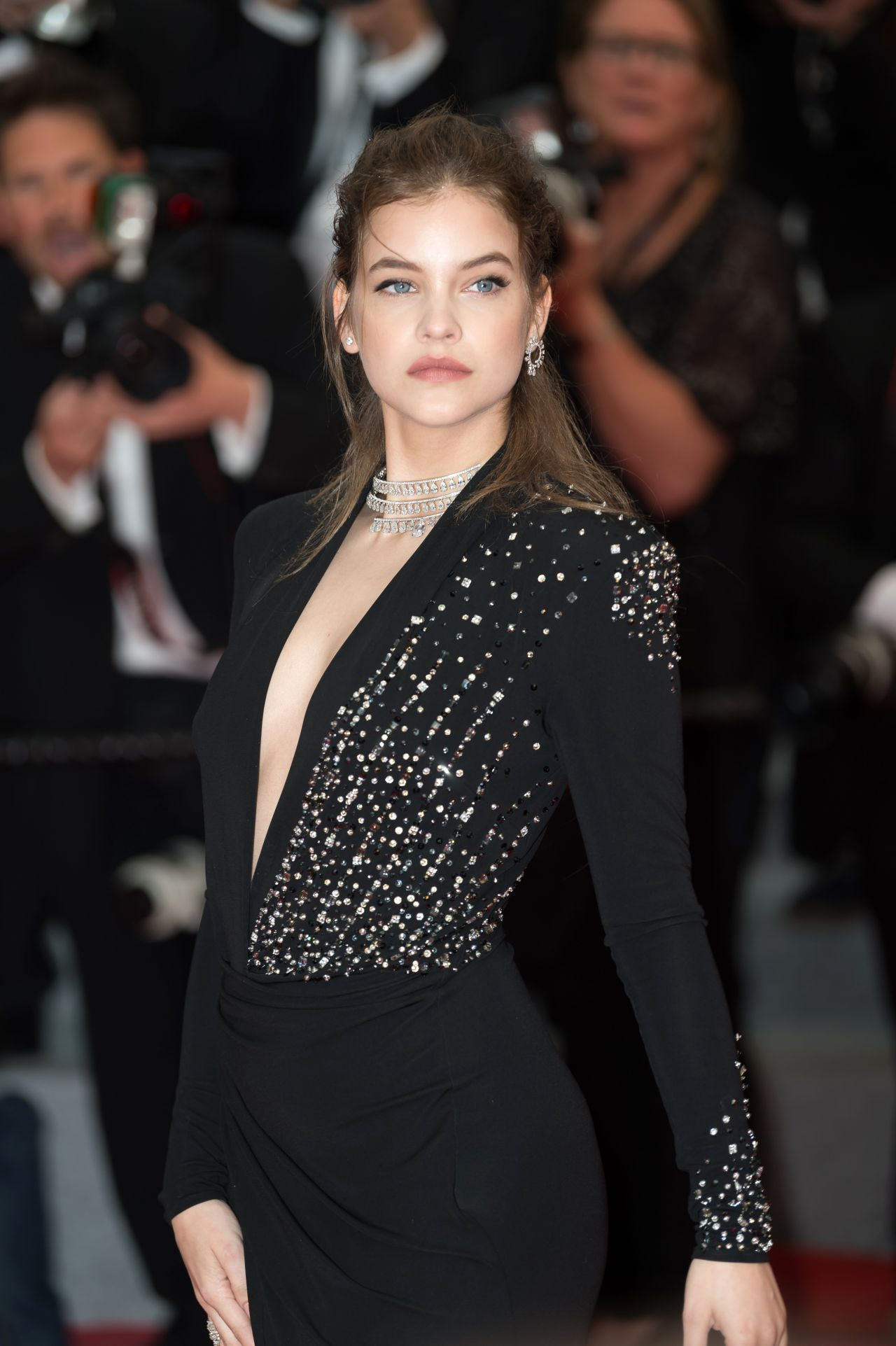 Barbara palvin burning red carpet in cannes - Barbara palvin red carpet ...