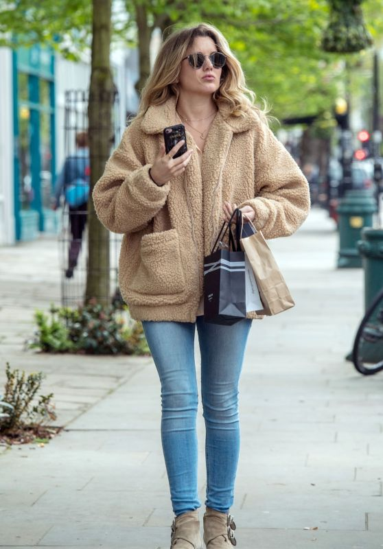Caggie Dunlop in Casual Outfit - London 05/03/2018