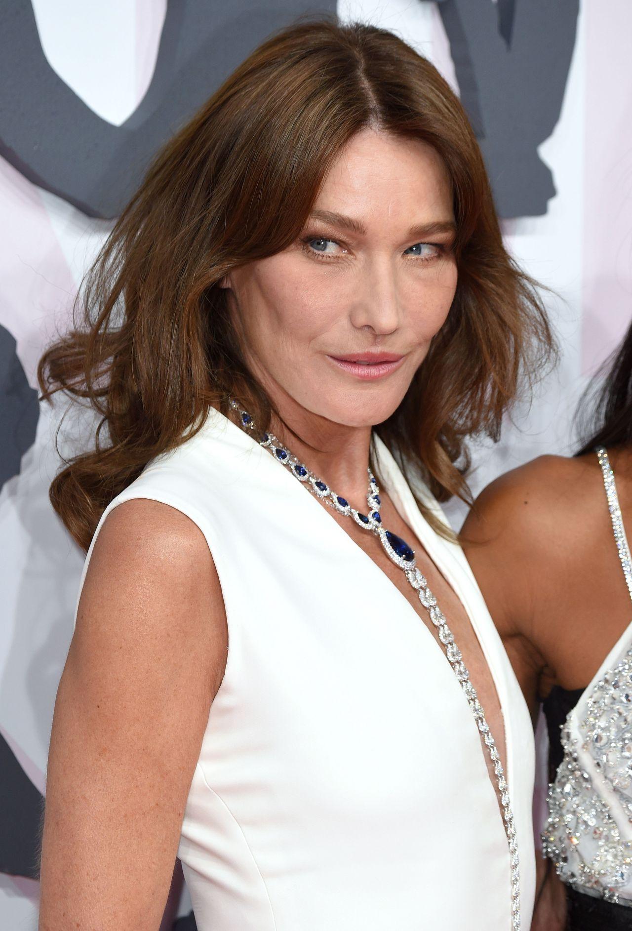 Carla bruni fashion for relief charity gala in cannes for Bruni arredamento