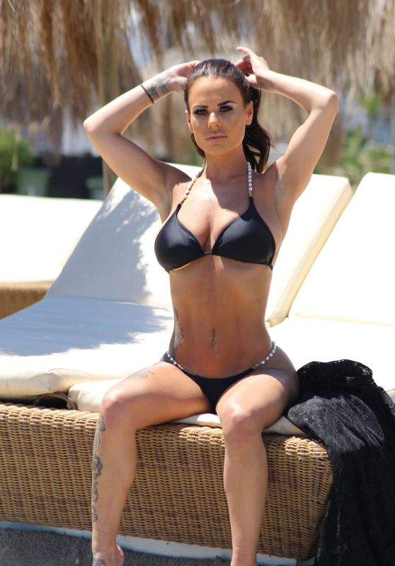 Chantelle Connelly in Bikini on the Beach in Gran Canaria 05/03/2018