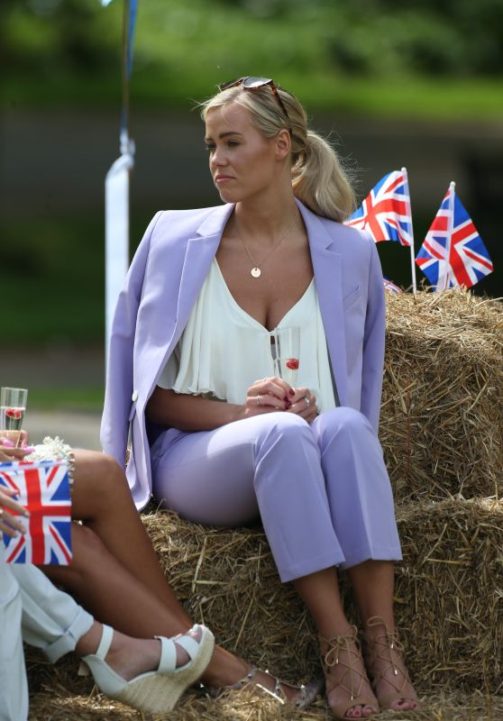 "Chloe Meadows – ""The Only Way Is Essex"" Filming at Colchester Castle 05/10/2018"