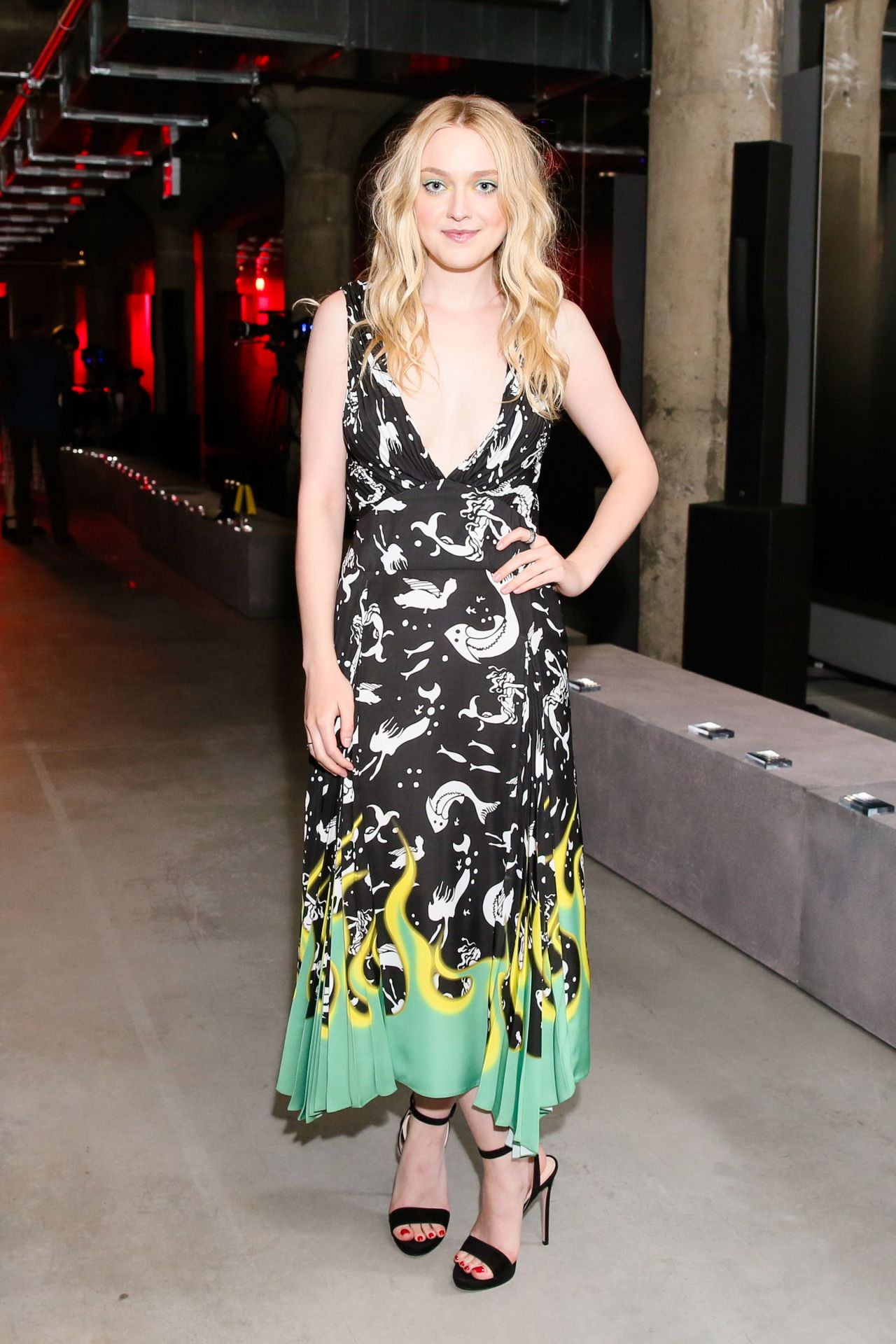 http://celebmafia.com/wp-content/uploads/2018/05/dakota-fanning-prada-resort-2019-show-in-nyc-05-04-2018-3.jpg
