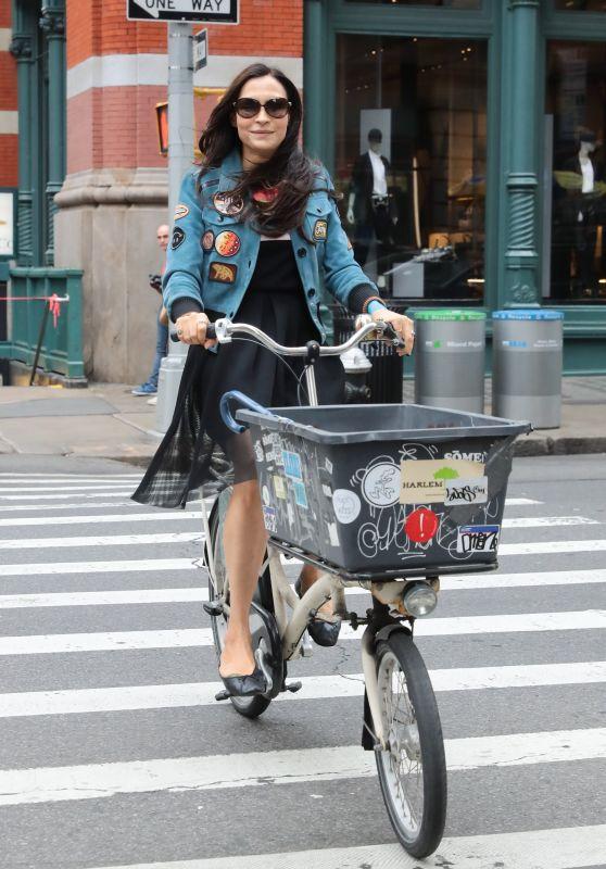 Famke Janssen - Riding a Cargo Bike in NYC 05/06/2018