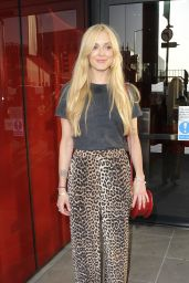 Fearne Cotton Street Style - Out in London 05/19/2018